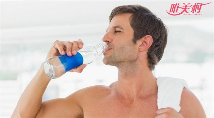 运动时也要注意及时补充水分