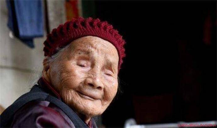 迎来118岁生日的老人